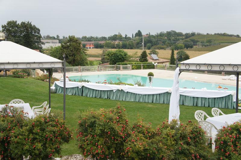 Buffet aperitivo bordo piscina cerimonie la cavallina for Matrimonio bordo piscina